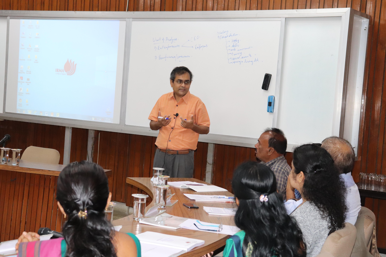 Dr.Indranil De teaching quantitative mresearch methods